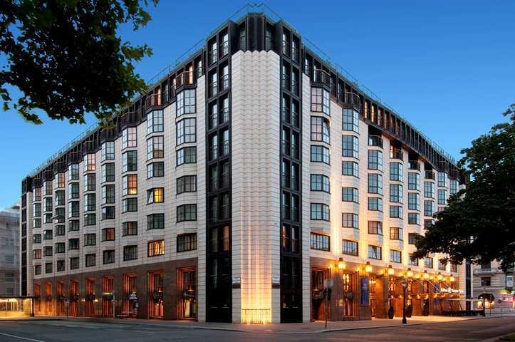 Hilton-Vienna-Plaza-photos-Exterior
